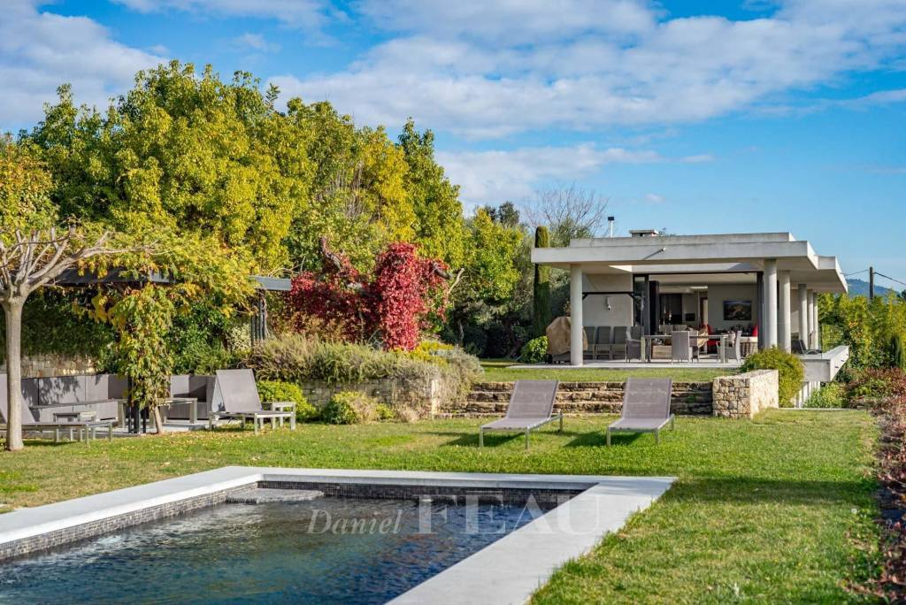 Pays Varois – A contemporary property commanding a panoramic view