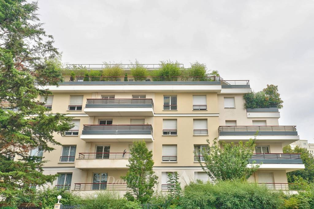 Saint-Cloud – A 2-bed apartment with a balcony