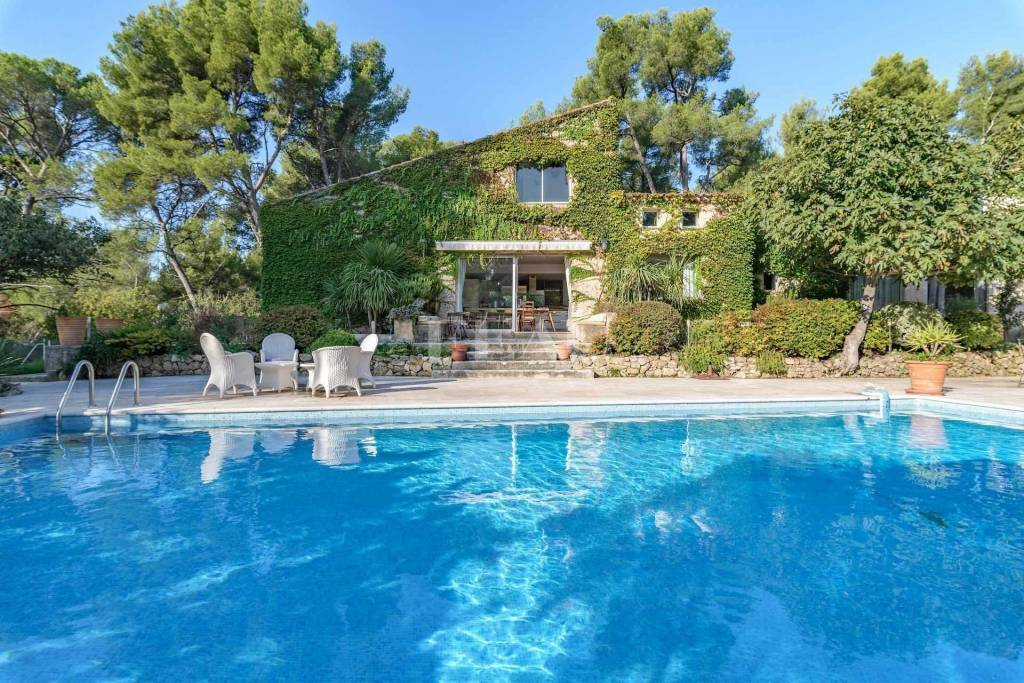 Aubagne – A delightful property in extensive grounds