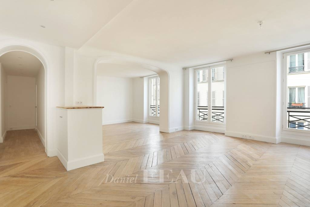 Paris 8th District – A spacious three-bed apartment
