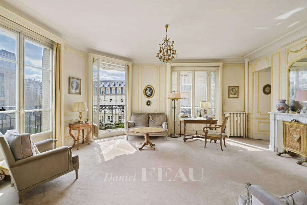 PARIS 15th District - a 4-bed apartment on high floor