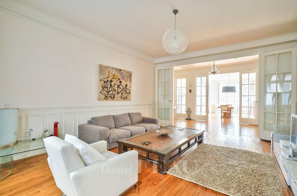 Paris 17th District – A 3-bed apartment rented furnished