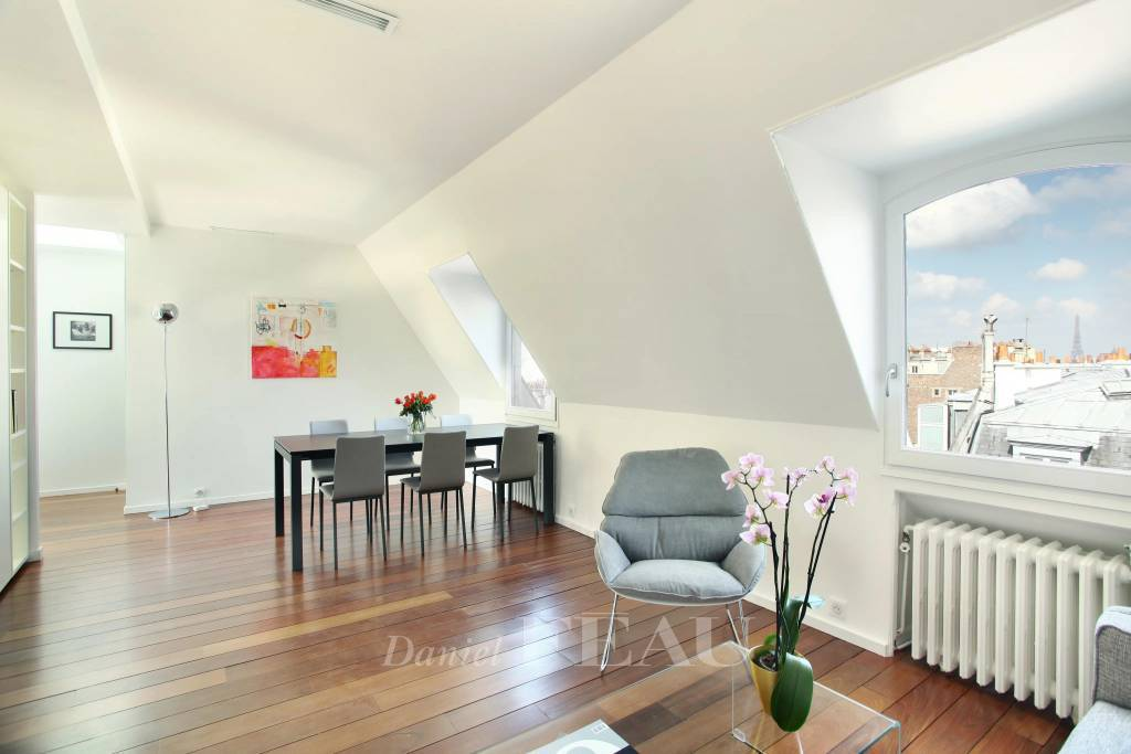 Paris 14th District – A renovated 2-room apartment rented furnished