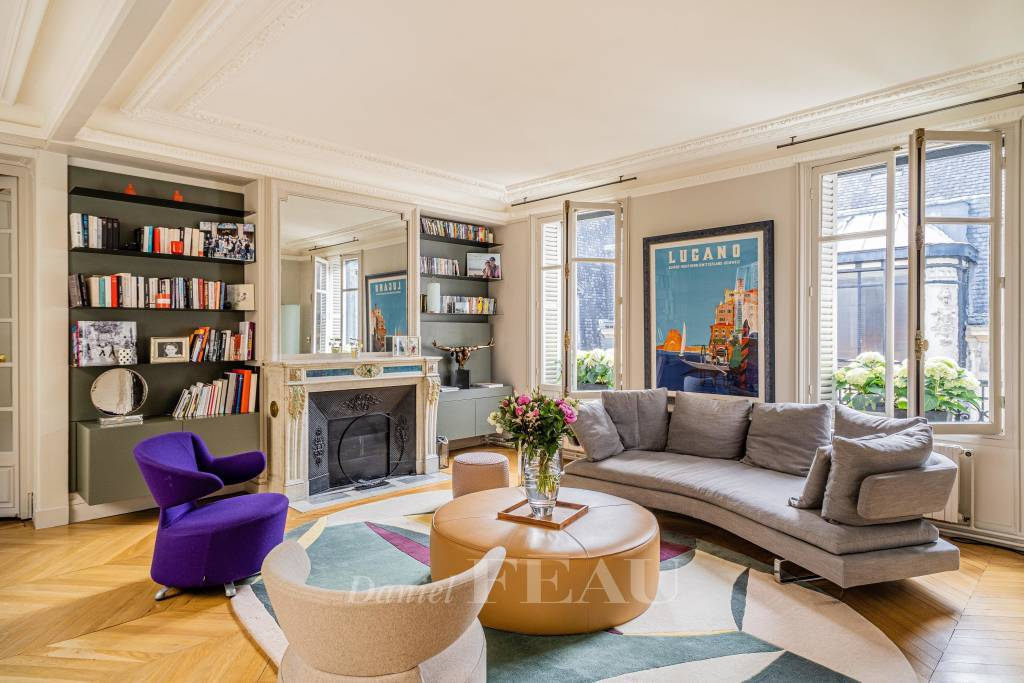 Paris 16th District – A renovated 4-bed apartment