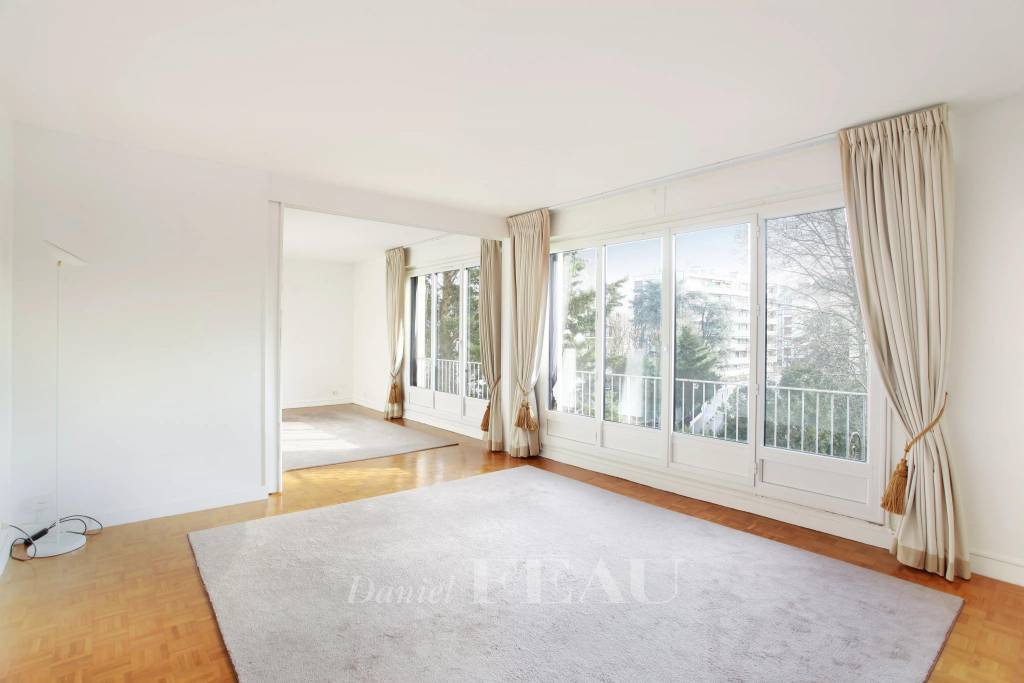 Neuilly-sur-Seine  -  A 3-room apartment rented unfurnished