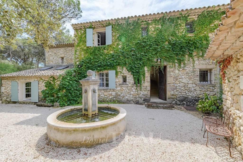 Near Aix en Provence – A stone-built property