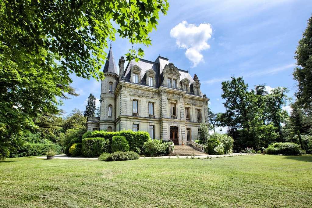Sauternes - Élégant château du XIXe de style Renaissance - Dans un écrin de verdure de près de 2 hectares
