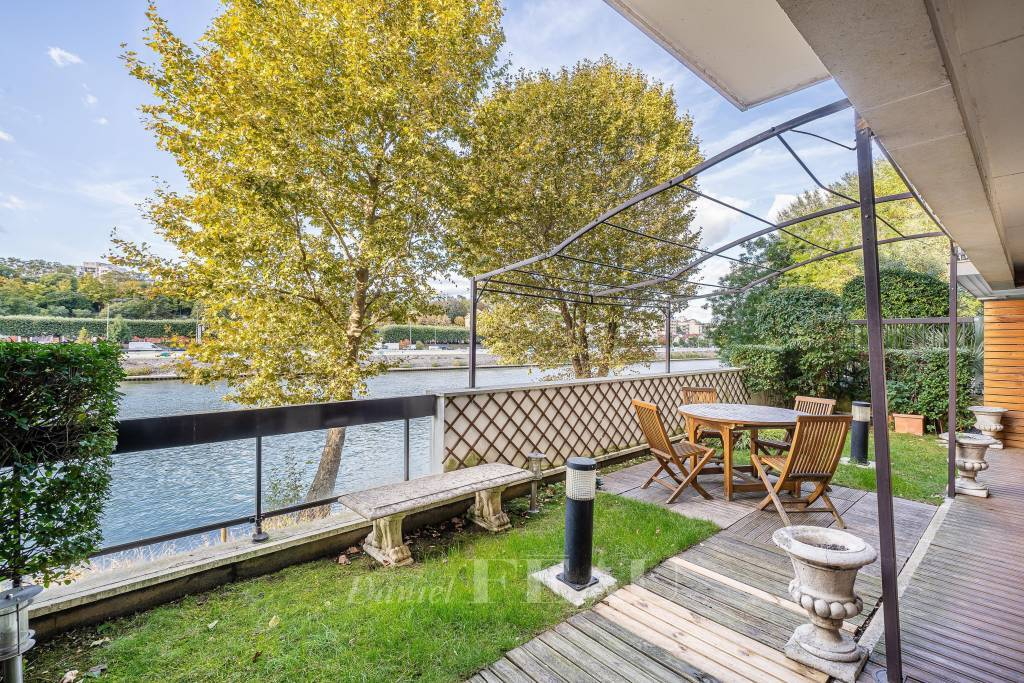 Neuilly-sur-Seine  - An ideal pied a terre with a terrace