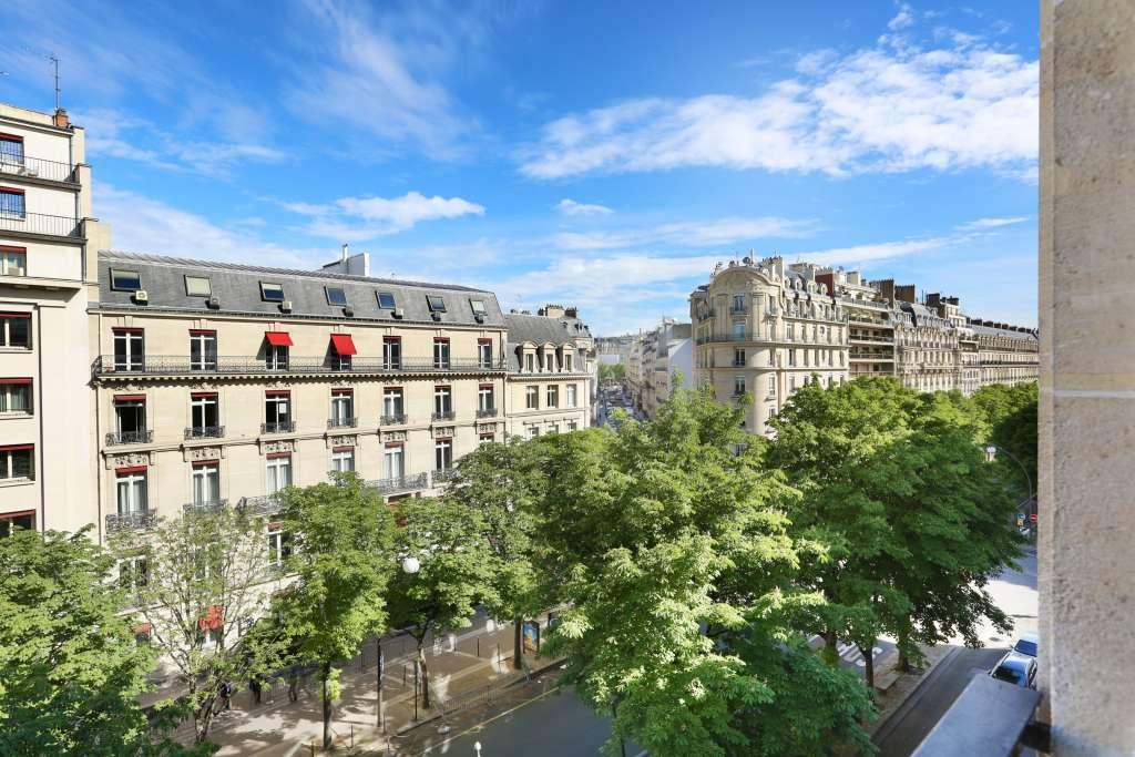 Paris VIIIe - Triangle d'or - Avenue Montaigne.