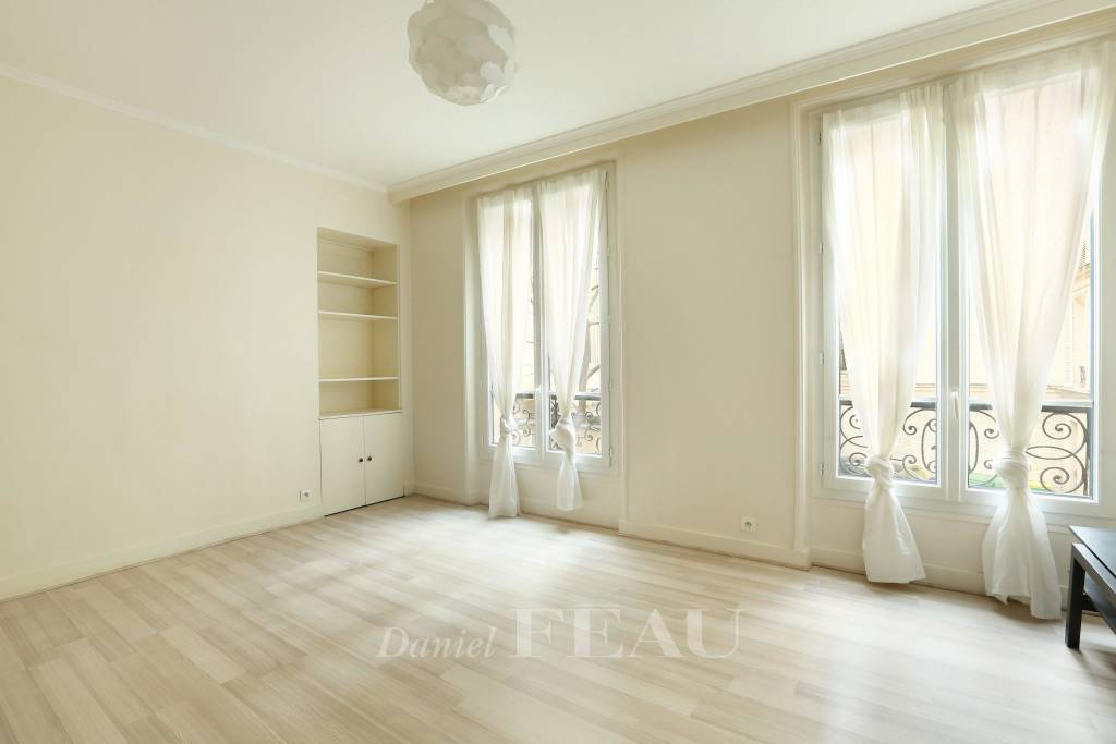 Paris 6th District – A peaceful two-bed apartment.