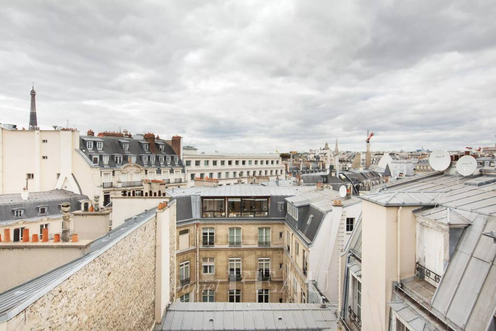Paris 8th District – A studio apartment enjoying open views