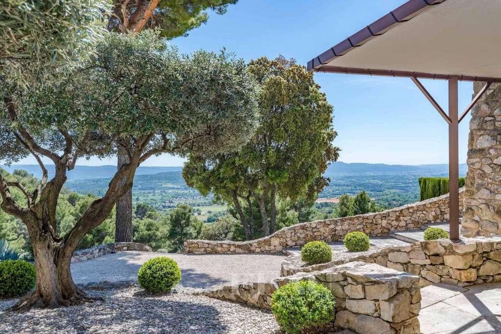 Lourmarin – An exceptional property in Provence. Set in 314 hectares