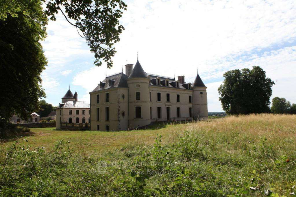 Auxerre – A former feudal Manor House set in about 40 hectares.