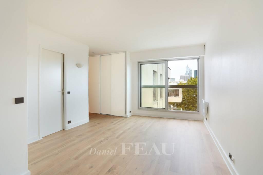 Neuilly-sur-Seine. A near 30 sqm studio apartment