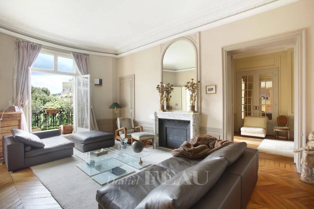 Paris 7th District – An elegant 4-bed apartment