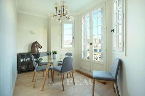 Dining room Wooden floor Chandelier