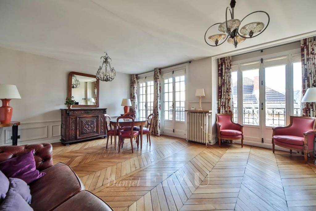 Paris 17th District – A furnished 2-bed apartment with a balcony