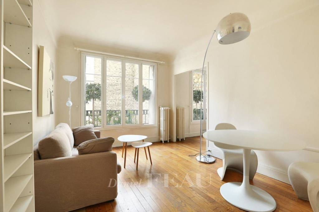 Paris 16th District – A bright and peaceful furnished 2-room apartment. Rue de Longchamp.