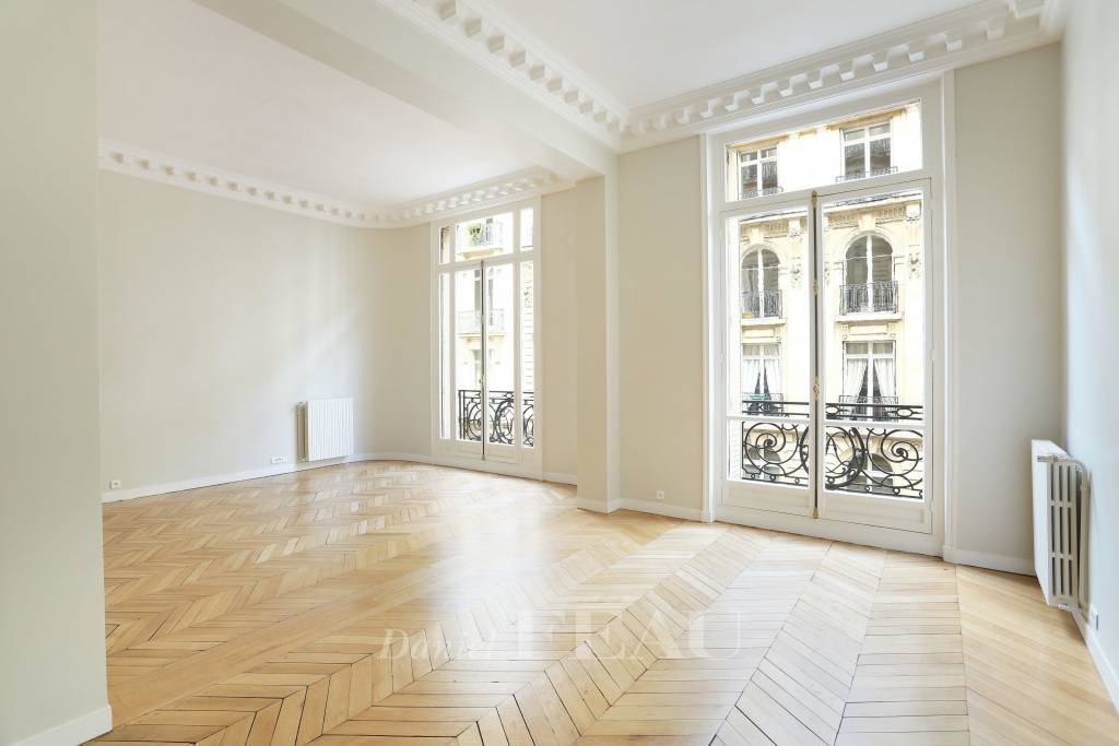 Paris 8th District – An over 200 sqm 3-bed apartment