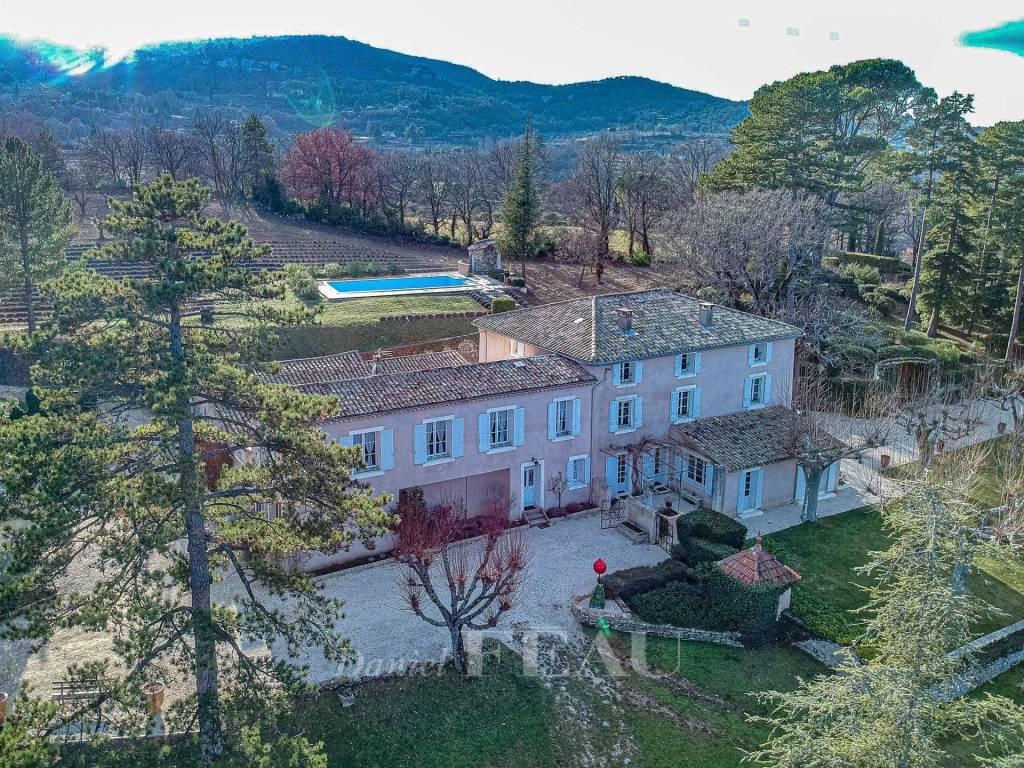 Saignon, Luberon. A magnificent period property