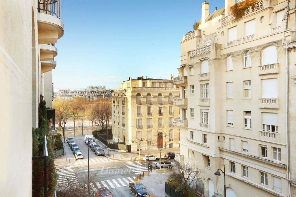 Paris 7th District – A spacious two-bed apartment