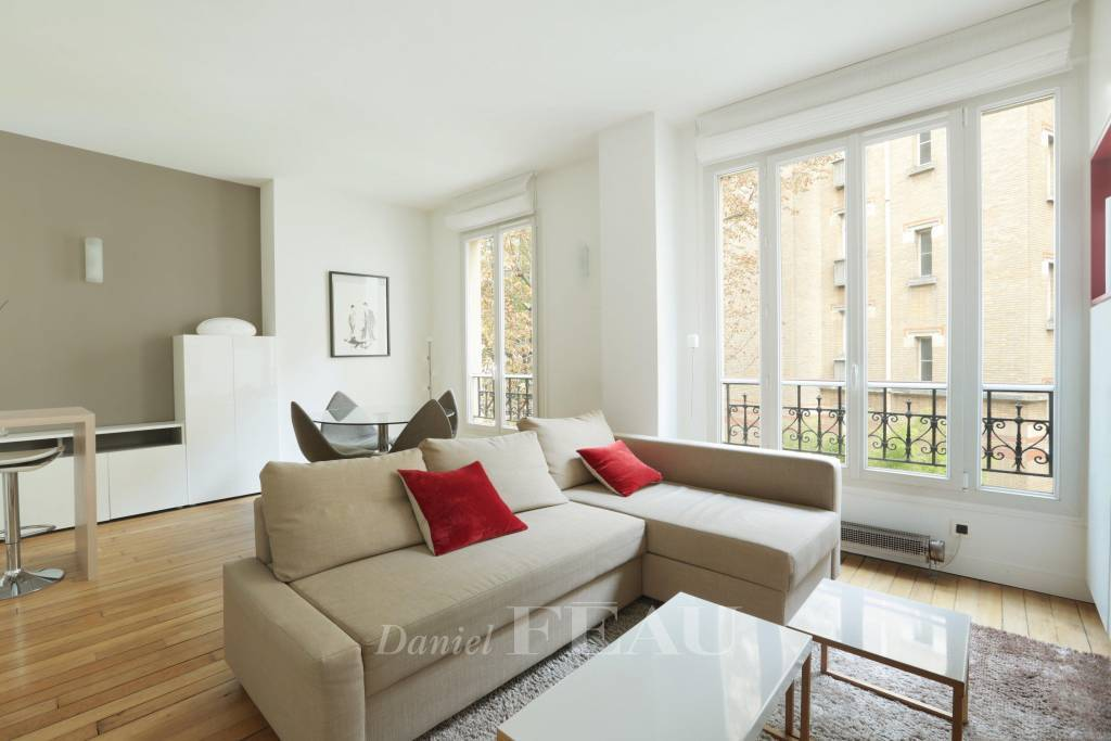 Neuilly-sur-Seine. A furnished contemporary-style 2-room apartment.