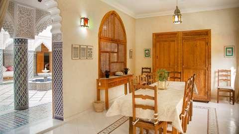 Dining room Natural light Tile