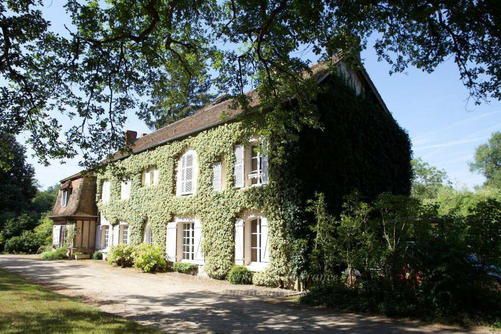 Sologne – An elegant manor house. In 50 hectares with extensive lakes