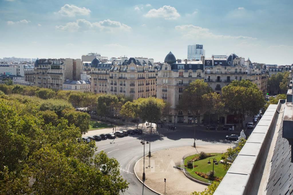 PARIS 7th District - Studio on high floor, Tour Eiffel and Invalides view