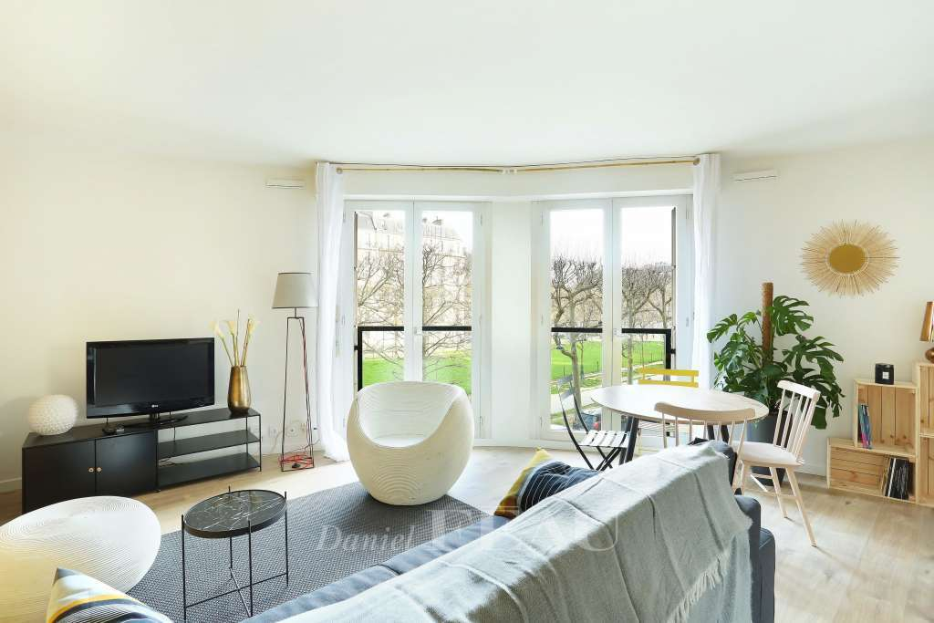 Paris 7th District – A renovated and tastefully furnished one-bed apartment