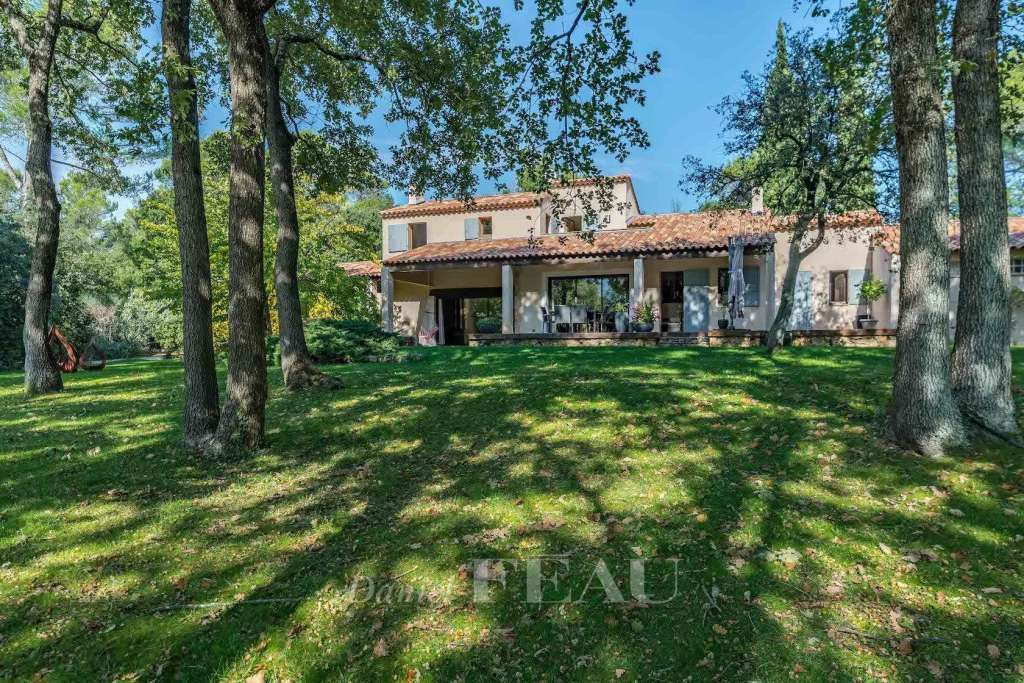 Saint Maximin – A peaceful and spacious property