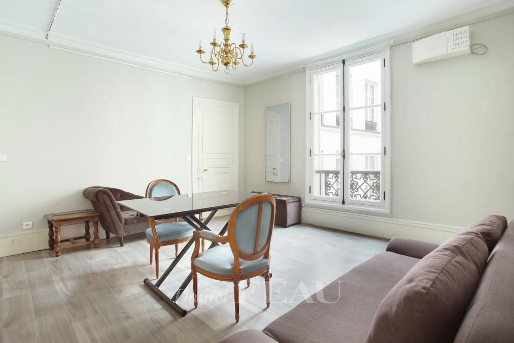 Paris 6th District – A furnished two-room apartment in a prime location