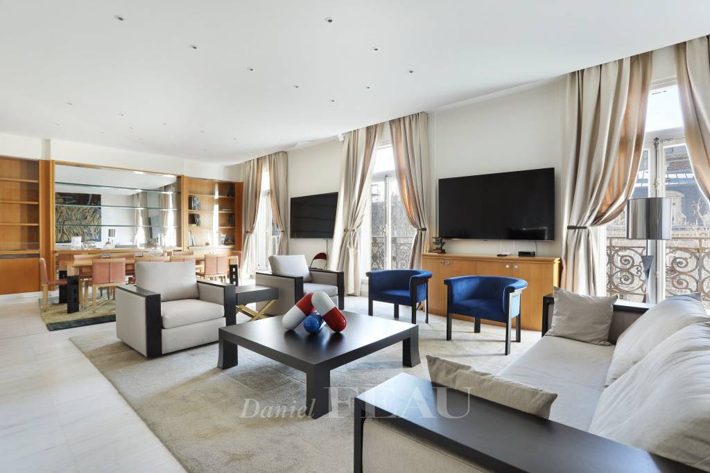 Paris 8th District – A magnificent three-bed apartment in a prime location