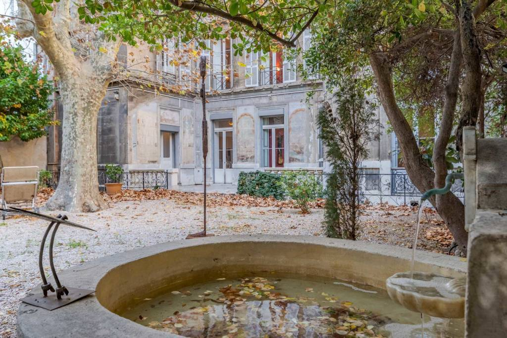 Marseille – A sumptuous apartment with a beautiful private garden