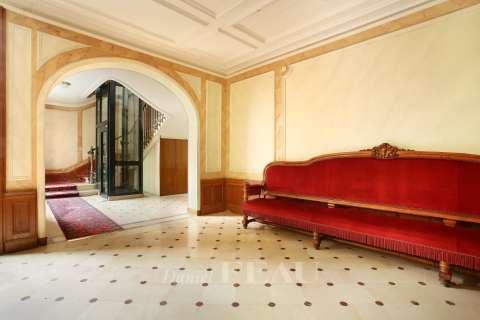 Hall d'entrée, parties communes, escalier, ascenseur
