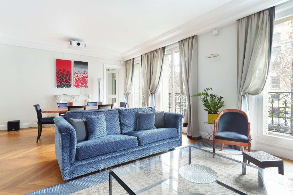 Paris 7th District – A superb furnished two-bed apartment