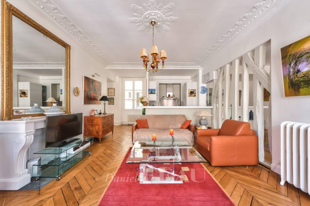 Paris 9th District – A furnished 2/3 bed apartment