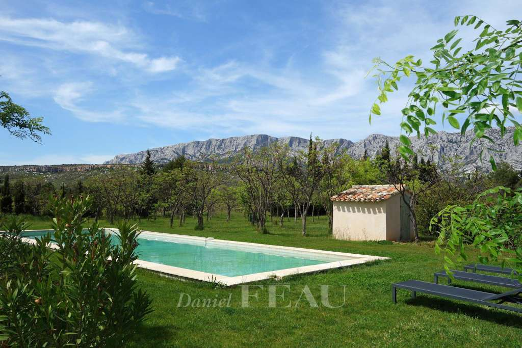 Aix-en-Provence. A vineyard property in a prime location