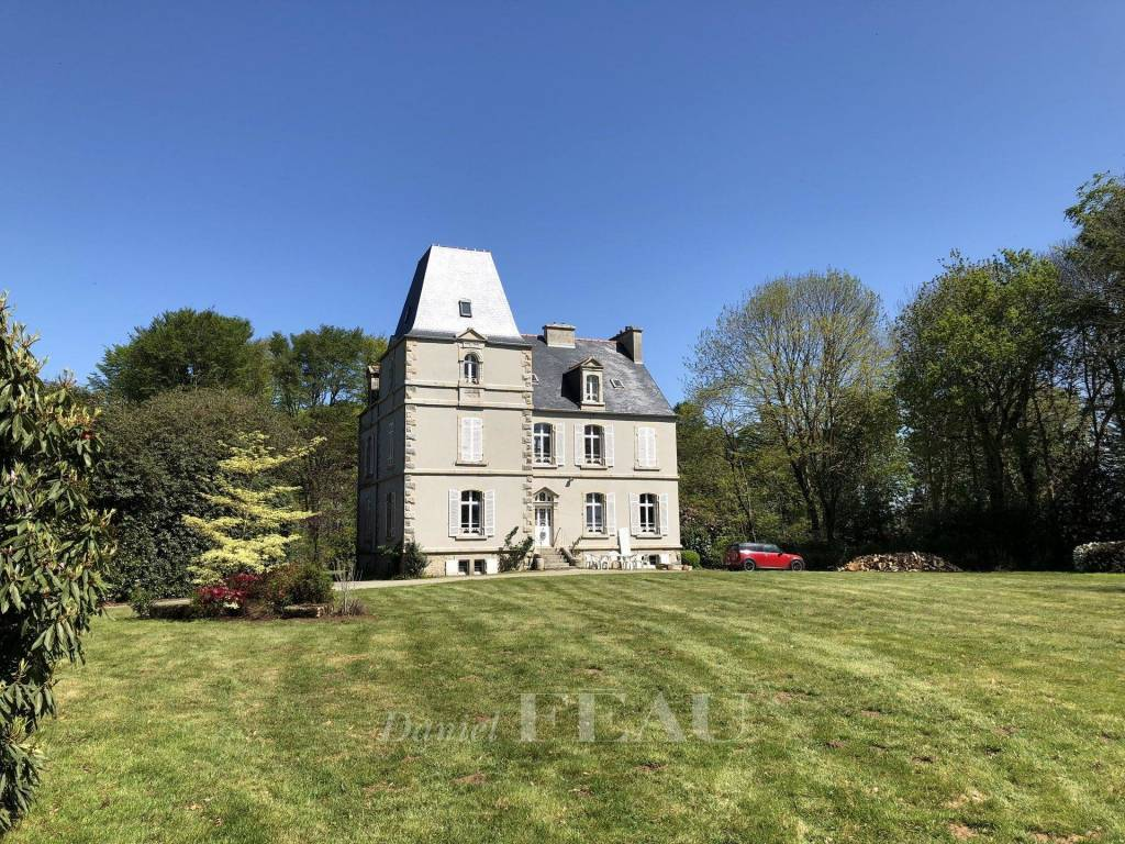 Brest - Kersaint Plabennec – A 19th century manor house in 3 hectares