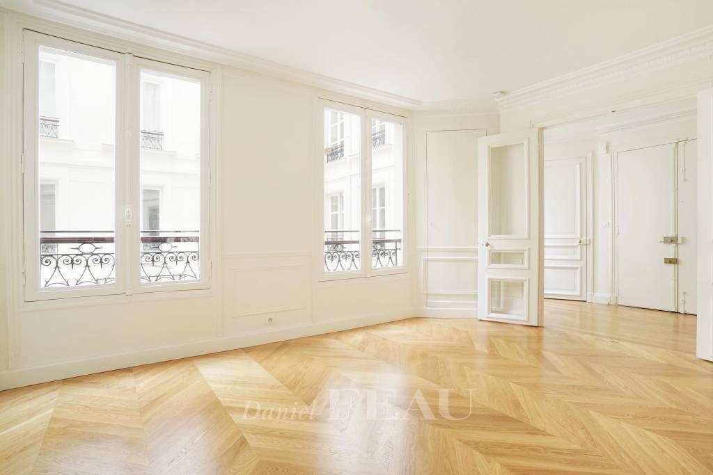 Paris 8th District – An elegant 3-bed apartment