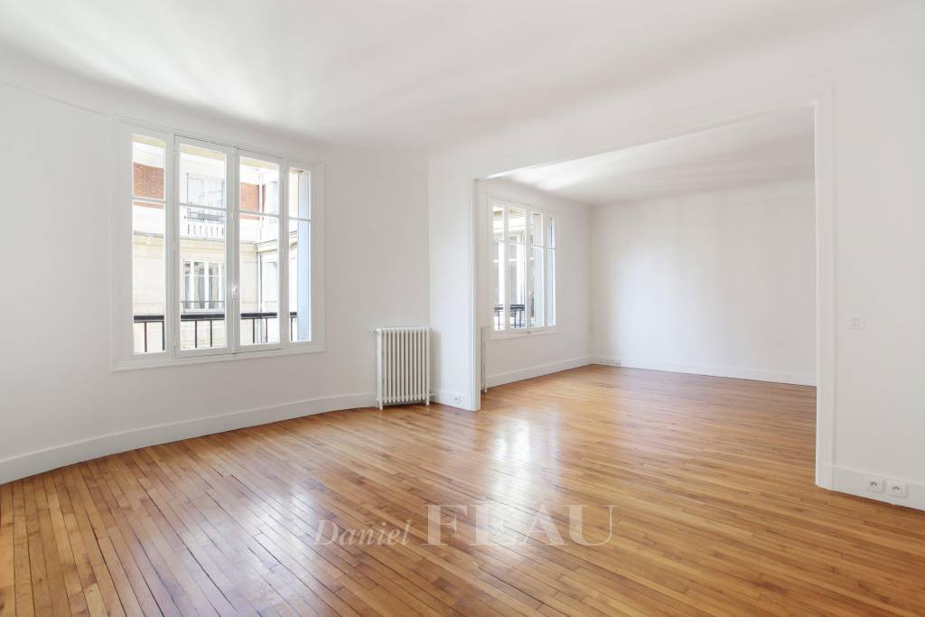 Paris 16th District – A spacious 3-bed apartment