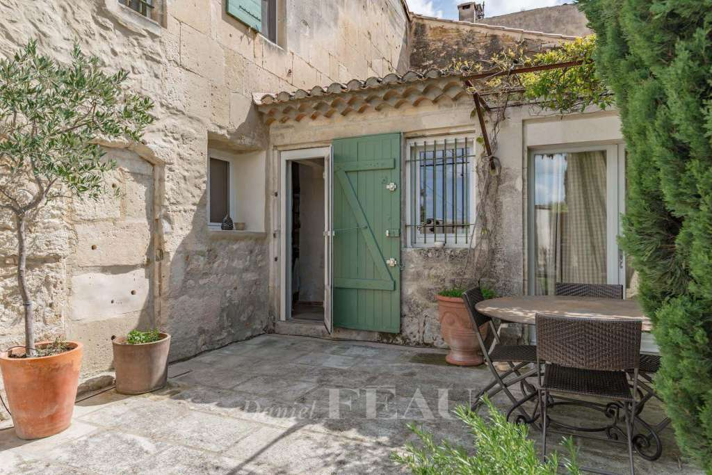 Alpilles – A charming village house with a garden