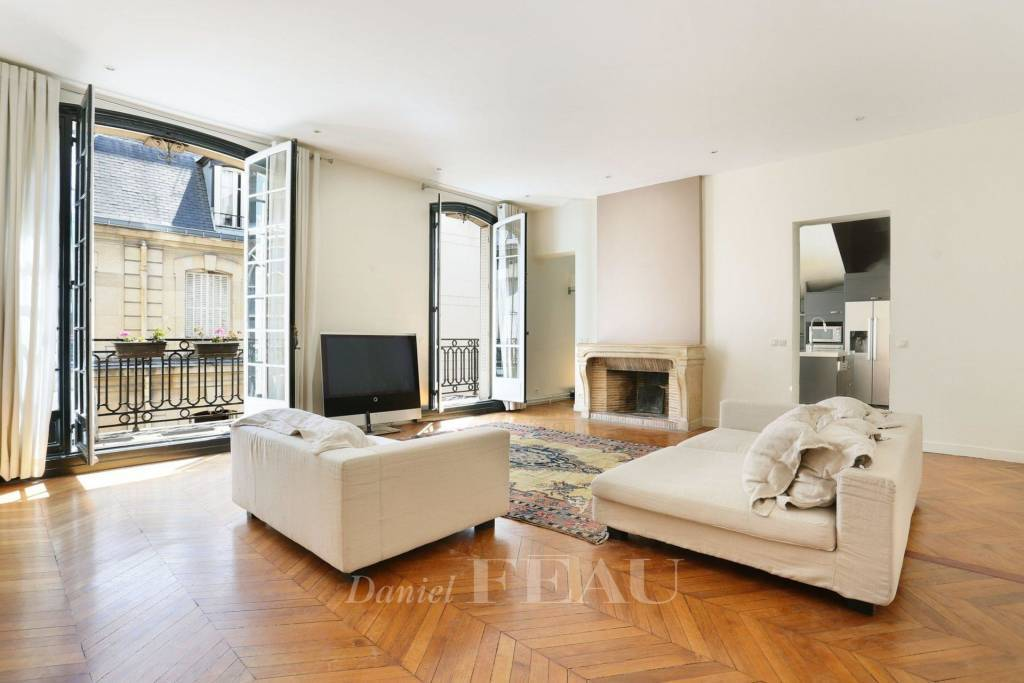 Paris 8th District – A superb 3-bed apartment with a balcony
