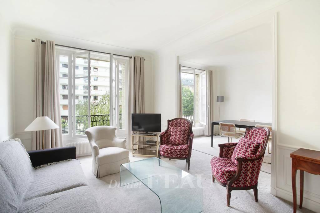 Paris 15th District - a 1/2-bed apartment