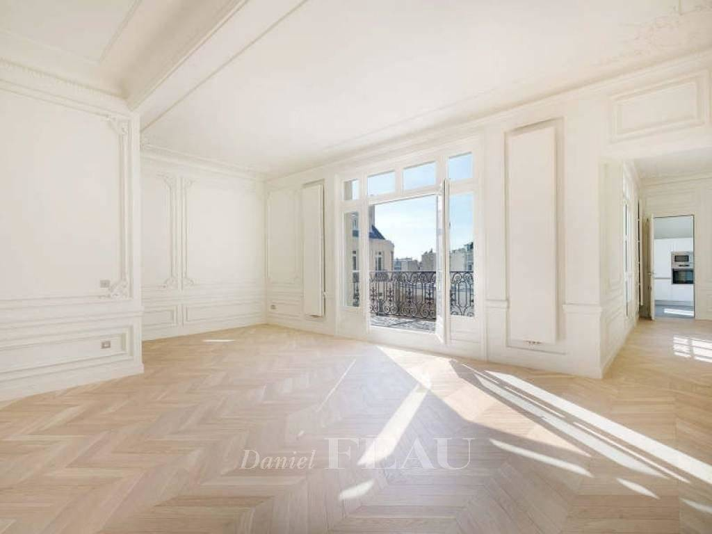 Paris 16th District – A beautifully renovated 3-bed apartment