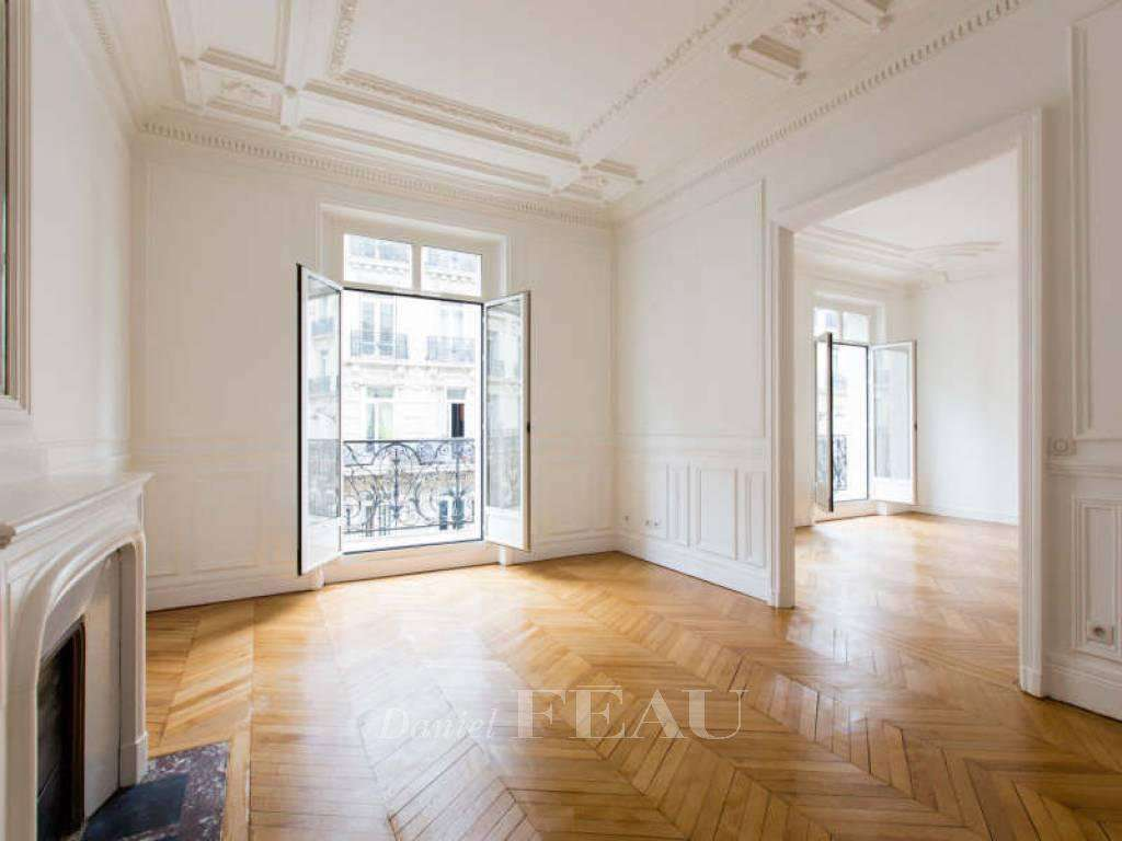 Paris 8th District – A superb three-bed apartment