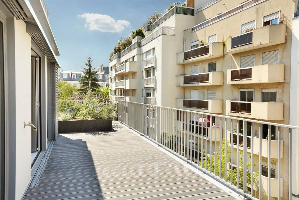Paris 5th District – A 4-room apartment with a terrace