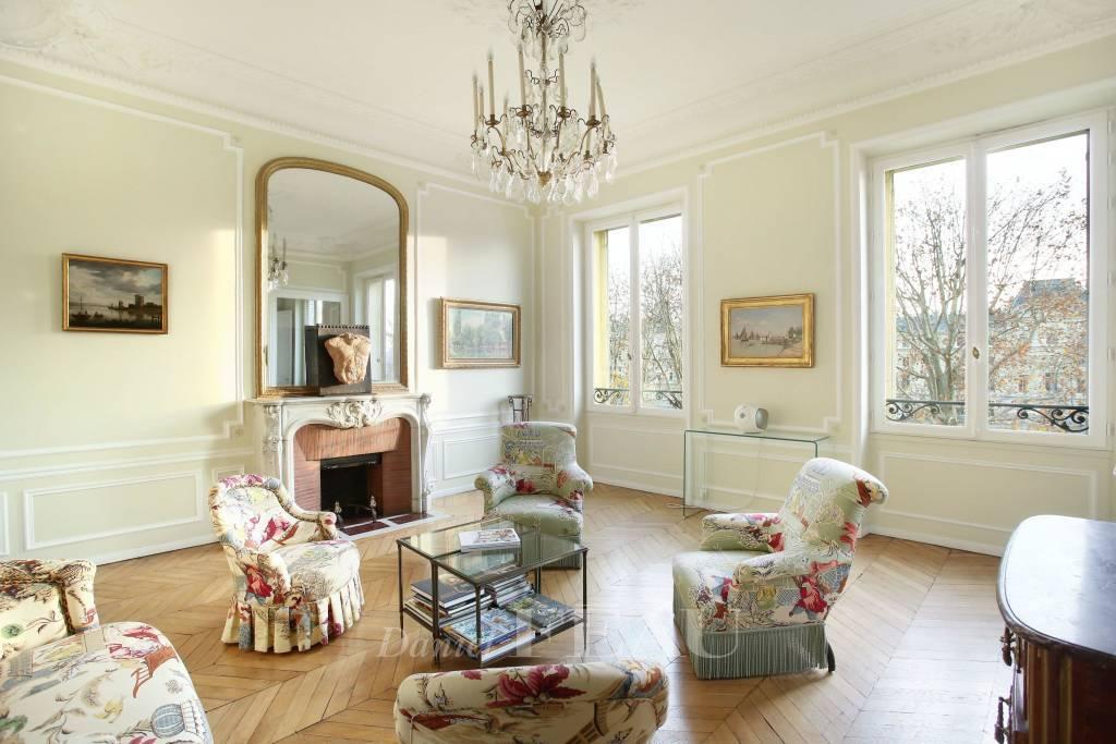 Salon Parquet Lustre Cheminée