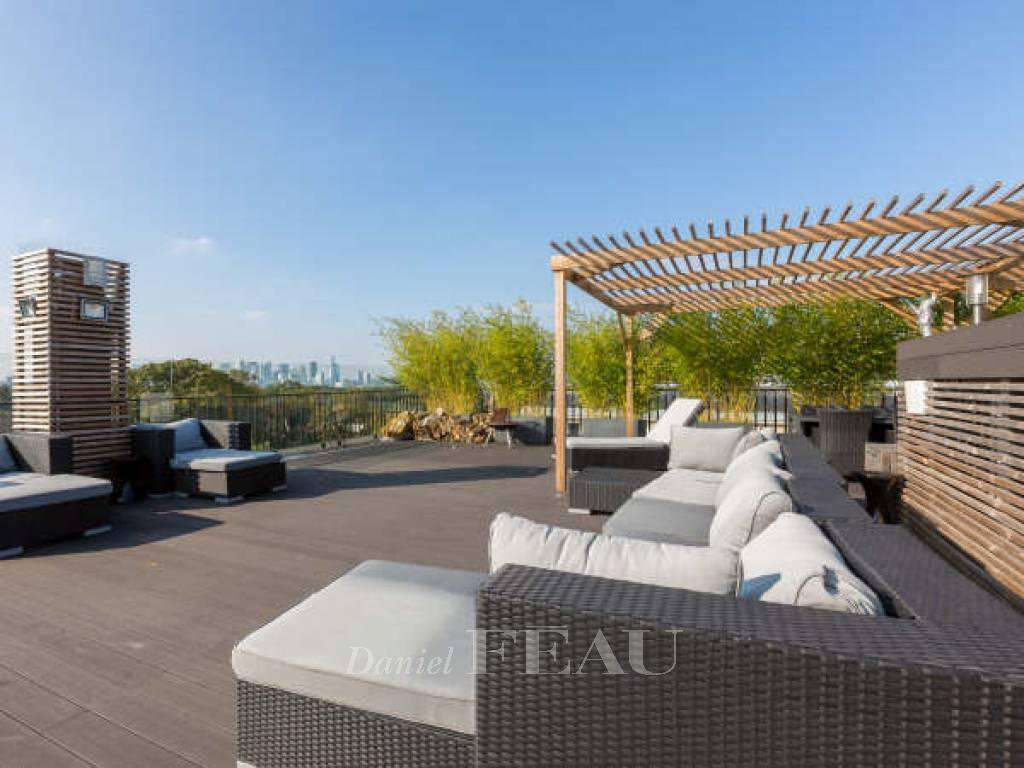 Paris 16th District – A stunning penthouse - Vast roof terrace.