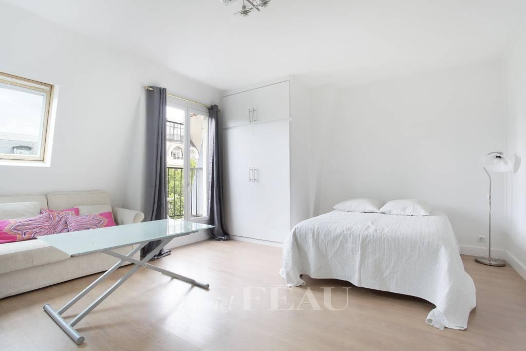 Paris 7th District – A studio apartment in a prime location.